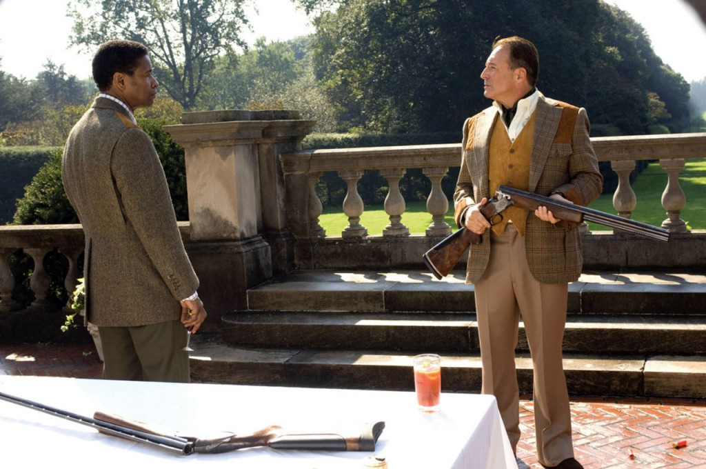 Denzel Washington and Armand Assante wearing Len's hunting clothes - American Gangster